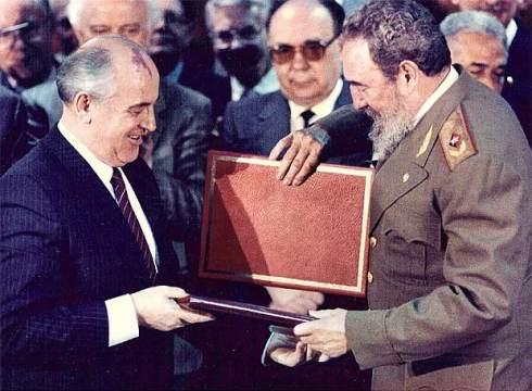 Gorbachov durante la firma de acuerdos en La Habana, 1989