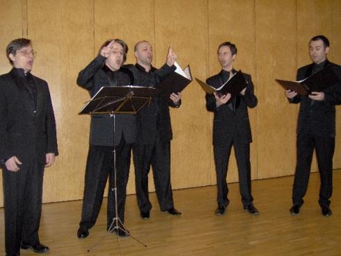 El colectivo vocal Valaam en plena ejecutoria durante su concierto en la Embajada Rusa de Estocolmo. Foto. Carlos M. Estefanía