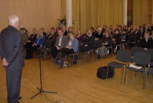 Alexander M. Kadakin, Embajador de Rusia en Suecia presenta al coro Valaam. Foto: Carlos M. Estefanía