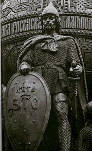 Estatua de Rurik, el primer Rey nórdico de la Rus según cuenta la leyenda