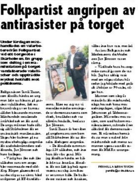 Artículo aparecido en el periódico local Södra Sida reportando la agresión de la que fue víctima un miembro del Folkparti por parte de antiracistas en la plaza de Skärholmen, al sur de Estocolmo