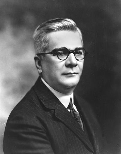 El presidente liberal Gerardo Machado no pudo culminar su afán reeleccionista. En medio de un atmosfera de revuelta popular los militares le conminaron a dejar el país en agosto de 1933