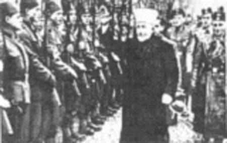 Haj Amin al-Husseini, arriba reunido com Hitler, abajo pasado revista a un cuerpo de soldados musulmanes dentro del ejército nazi