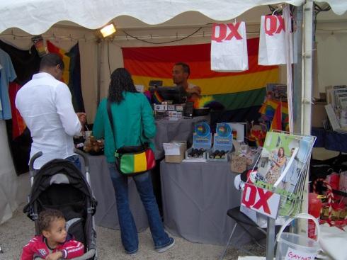 Kiosko distribuye revista gay sueca QX durante el Festival Pride, Estocolmo, Agosto, 2009. Foto: Carlos M. Estefanía