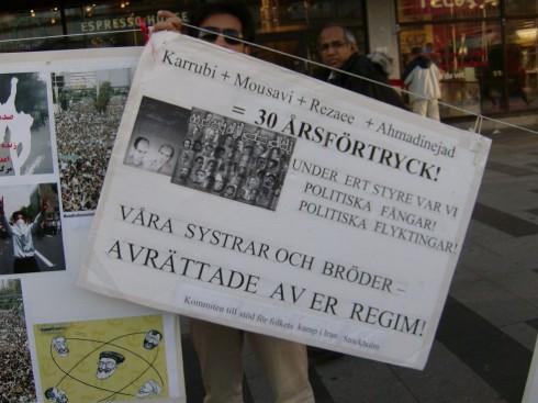 Los muertos que no hay que olvidar, los que recordaron este 10 de Octubre en la plaza sergels de Estocolmo, los manifestantes de Irán. Foto. Germán Díaz Guerra