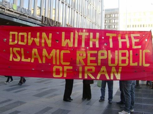 Estocolmo, 10 de Octubre de 2009. Una coalición de exiliados de izquierda iraníes organiza una demostración contra la república islámica imperante en su país