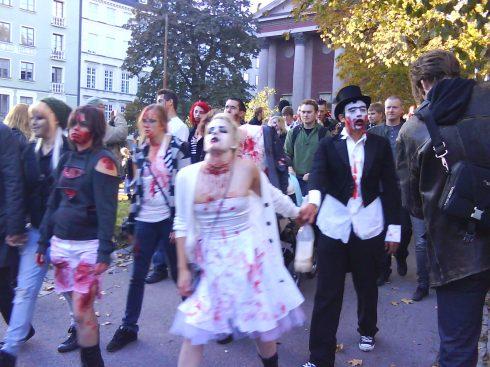 Muertos vivos suecos desfilan este 10 de octubre de 2009 por las calles de Estocolmo. Foto: Germán Díaz Guerra